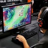 Poptávka po hráčích e-sportu a stremování her je velký.