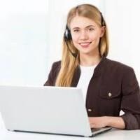Operátorka, resp. moderátorka online chatu.