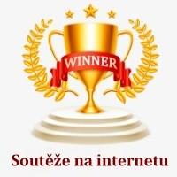 Vítězný pohár s nápisem soutěže na internetu.